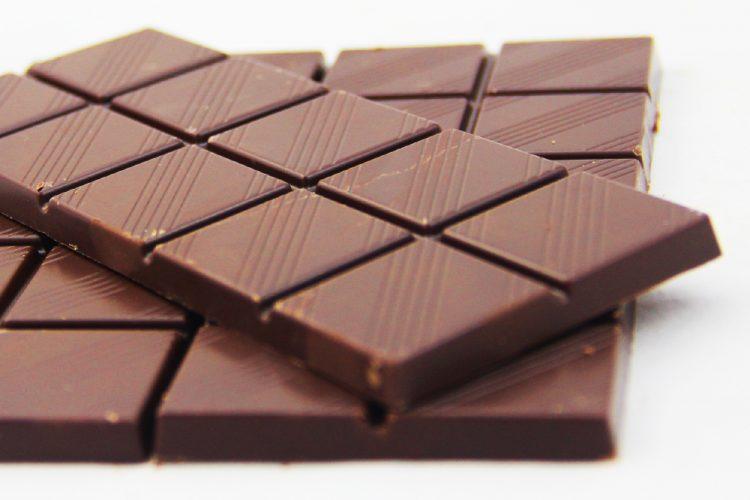 Comer chocolate mejora el rendimiento cognitivo del cerebro